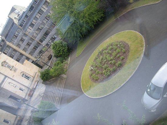 ฮอลิเดย์อินน์เอ็กซ์เพรส เอดินบะระ-รอยัลไมล์: Churchyard