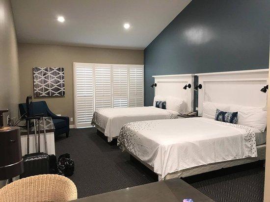 Pacific Shores Inn: 2 queen bed room