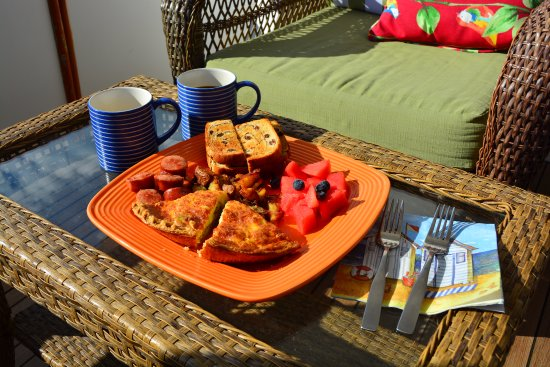Green Turtle Floating Bed and Breakfast: Homecooked breakfast that can't be beat!