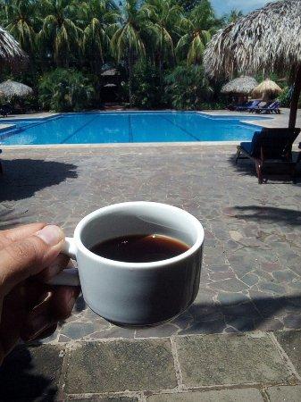 Hotel Granada: Amplia piscina al aire libre