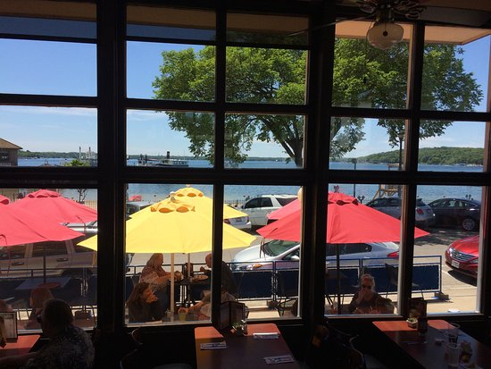 Popeye's on Lake Geneva : Wonderful day at Popeye's with a great view!