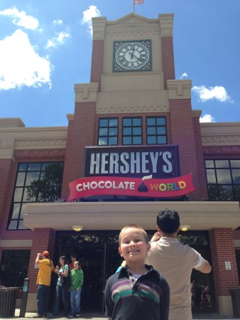 Hershey Trolley Works : Trolley stop is right next to the Chocolate world building