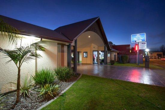 Te Awamutu, Новая Зеландия: Motel Frontage