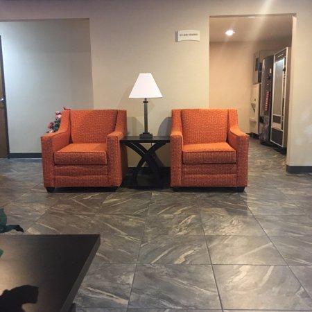 Ozark, MO: Lobby area