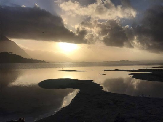 Hermanus, Afrika Selatan: Sunrise over the Klein River Estuary