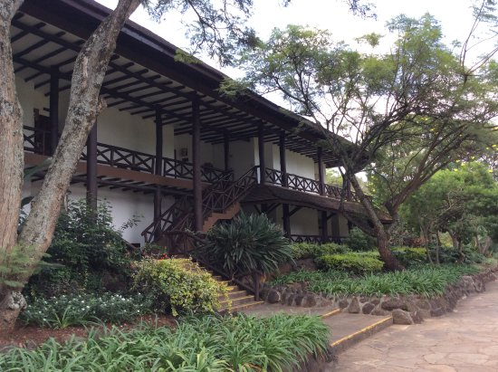 Safari Park Hotel: two-story, colonial style building