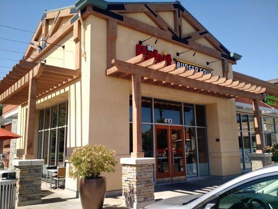 Pleasanton, CA: Entrance