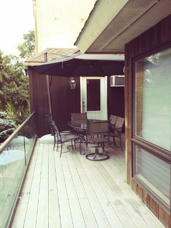 Media, PA: grand master suite - deck