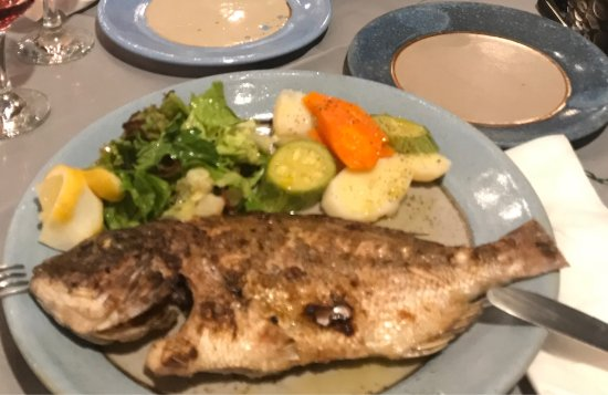 Marathias, Grækenland: Sehr gutes Essen!! Sehr gemütlich mit einer tollen Aussicht!