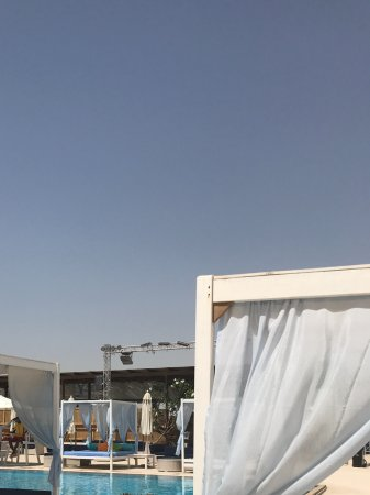 Beach club posh bed 400 dhms a day - Picture of Yas Hotel