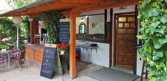 Terraza jard n picture of meson restaurante los for Jardines murales