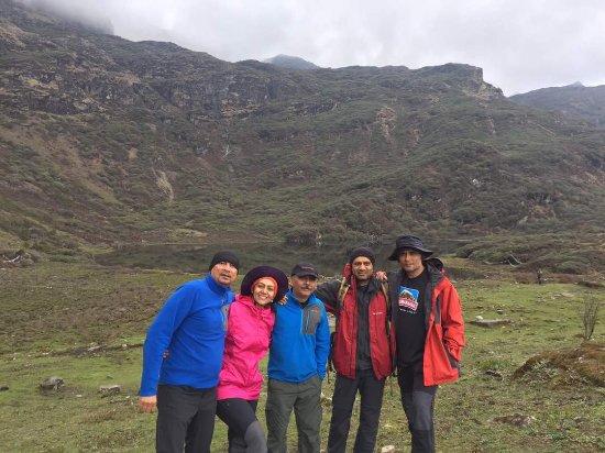 At Janetsho Lake On Druk Path Trek Bhutan Bild Von Authentic