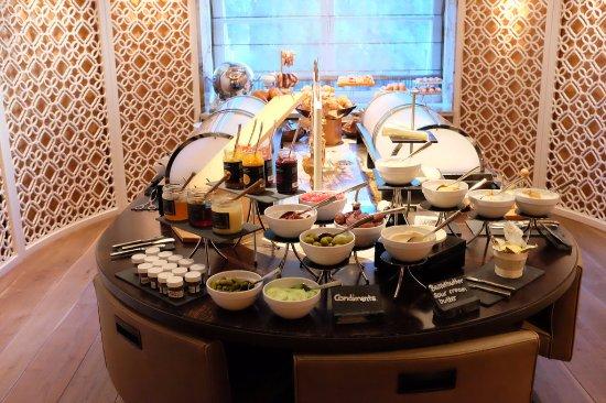 meilleure sélection 63520 354cd Morning Buffet Breakfast - Picture of Mandarin Oriental ...