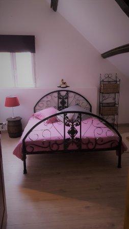 Saumont-La-Poterie, France : Red Room