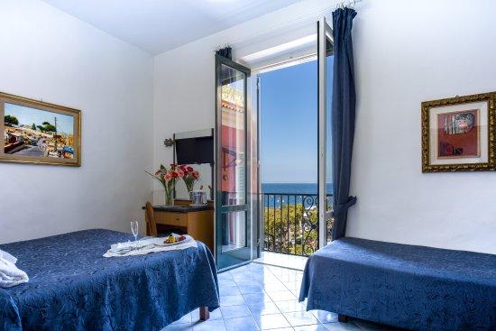 Hotel il Faro: Triple room sea view with balcony