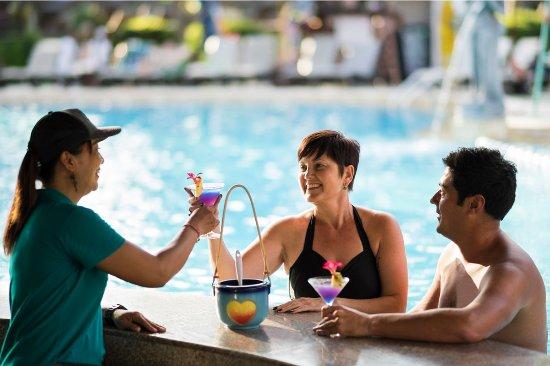 Bali Dynasty Resort Hotel: Sunken Bar