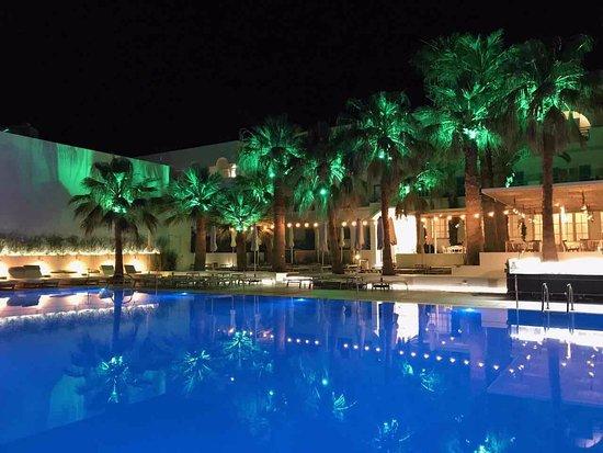 Kamari Beach Hotel: Relax by the pool