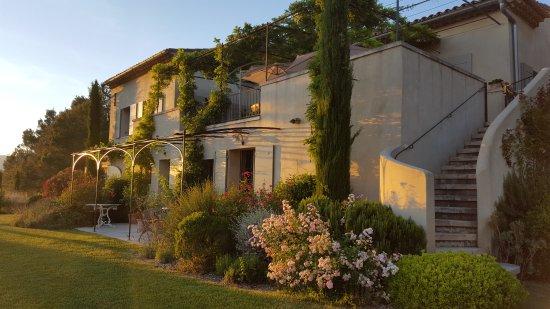 Cadenet, Francia: Les Jardins Ajoucadou