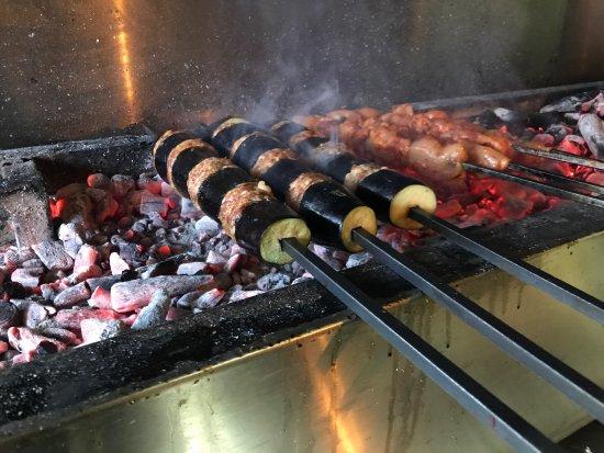 Artvin'de ilk ve tek damak lezzet durağınız güçlü Adana mutfağı ile kaliteli ve güler yüzlü hizm