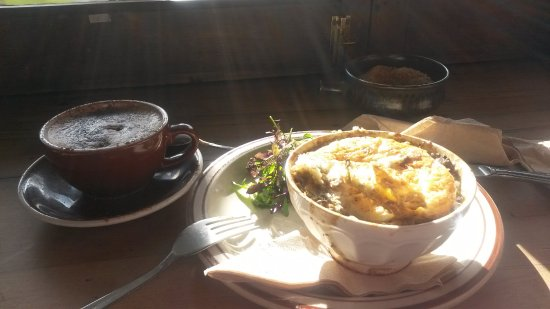 Lyttelton, New Zealand: Perfect coffee and pie