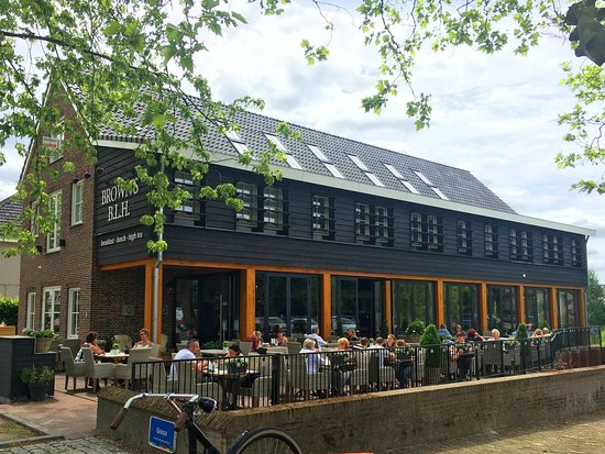 Veldhoven, เนเธอร์แลนด์: Met een heerlijk terras aan het riviertje De Gender