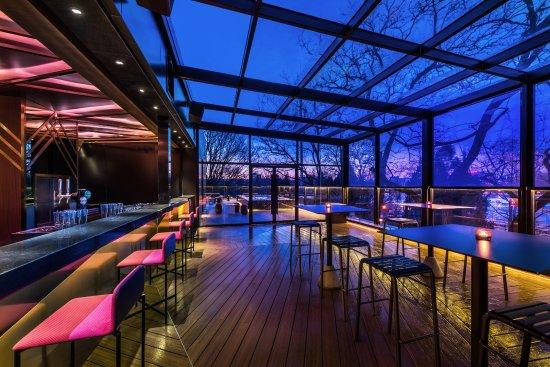 Vue Hotel Hou Hai Beijing Moon Bar