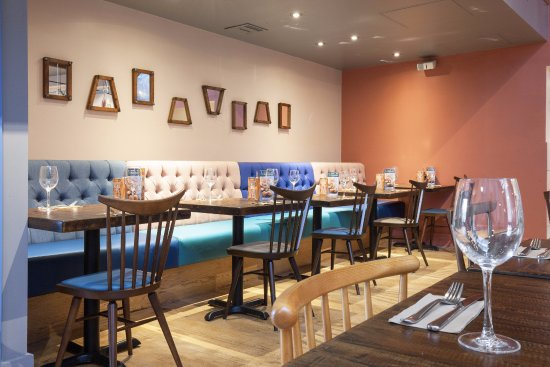 Zizzi - Guildford: Seating area