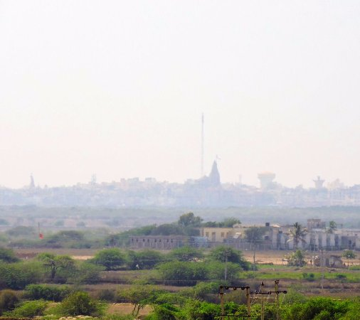 Goverdhan Greens Resort: One can see Shree Dwarkadhish temple from here !