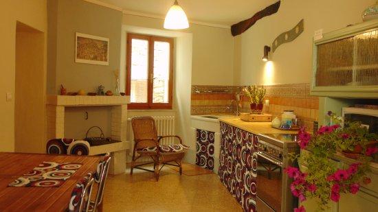 Amelia, Italia: cucina in comune a disposizione degli ospiti