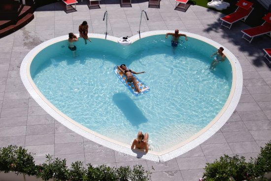 Hotel sabrina rimini italien hotel anmeldelser for Formas de piscinas