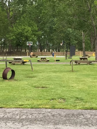 Sandusky KOA campground: Basketball Court