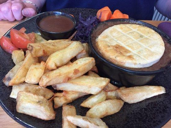 Brithdir, UK : Pie n chips