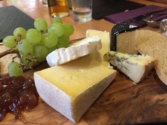 Brithdir, UK: Cheese board (that black one is full on !)