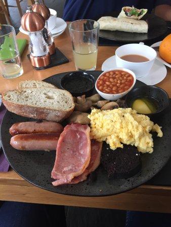 Brithdir, UK: Meaty breaakfast