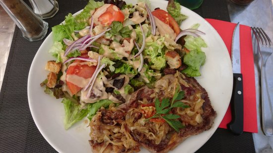 Brie-Comte-Robert, France: Bavette / échalotes / salade
