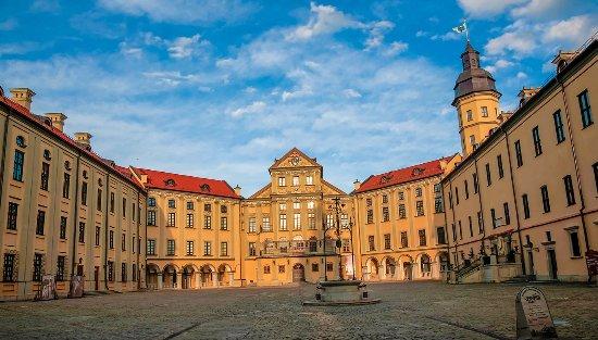 Nesvizh, Bielorrusia: Двор  замка