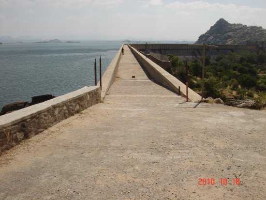 Walk along the Javai Dam. - Picture of Castle Bera, Bera - TripAdvisor