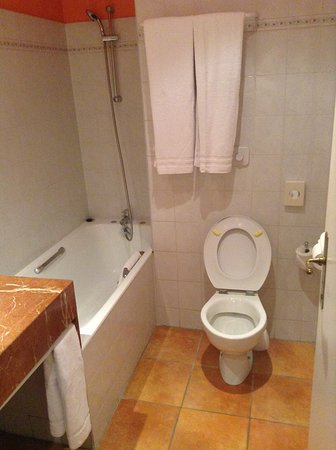 BEST WESTERN L'Orangerie : Hotel Bathroom