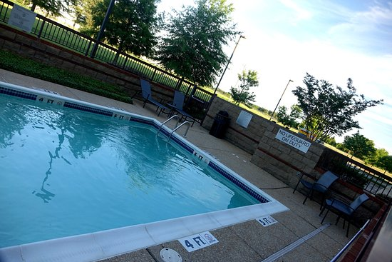Olive Branch, MS: Small seasonal pool, no hot tub