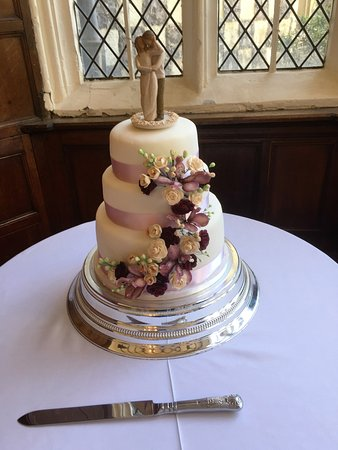 Bexley, UK: Cake in the hall