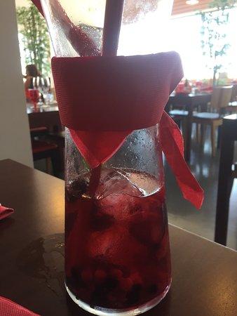 Torres Novas, Portugal: Sangria de espumante com frutos  vermelho.*****