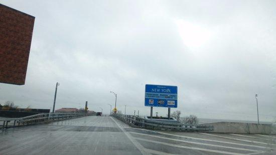 Fort Erie, Canada: Peace Bridge, saindo do Canada e entrando nos EUA.