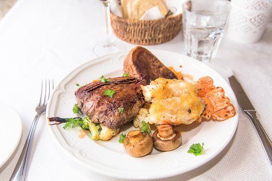 Eyrarbakki, Iceland: Surft and turf with beef tenderloin steak and langoustine tails