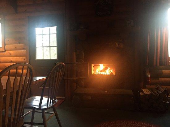 Baker Creek Mountain Resort: Morning fire in the chalet