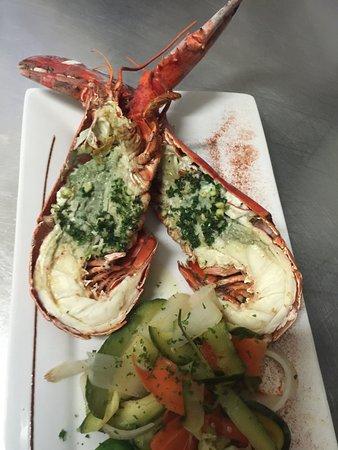 La Bouée: assiette de homard