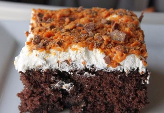 Waverly, TN: Homemade Butterfinger cake -- YUM!