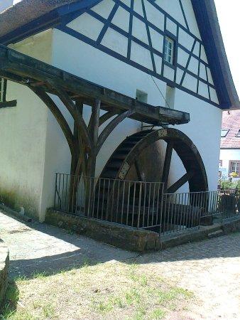 Theley, Germany: Das alte Mühlrad der Johann-Adams-Mühle, die auch der Namensgeber war!😊