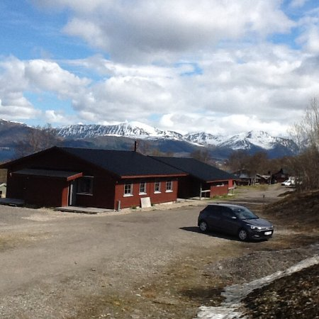 Sortland, Norge: Our cabin surrounded by beautiful mountains.