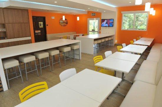 OYO Hotel Caxias Do Sul: Área do café da manhã.