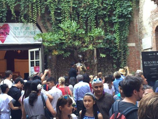 casa di giulietta (juliet's house) right infront of the B&B Il Cappello di Giulietta